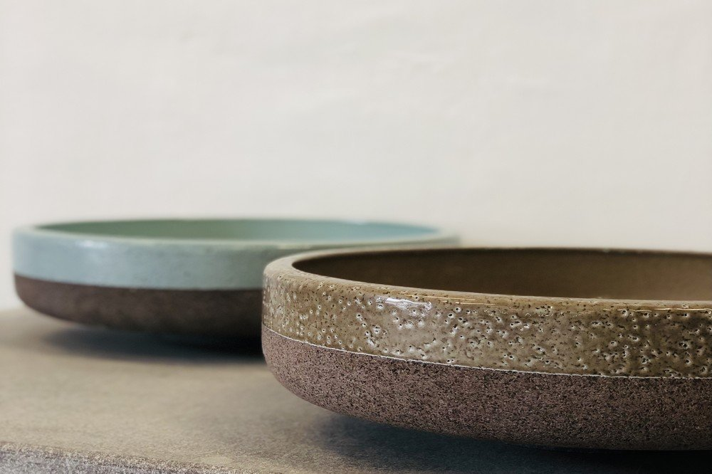 Round sink in raw and enamelled lava stone